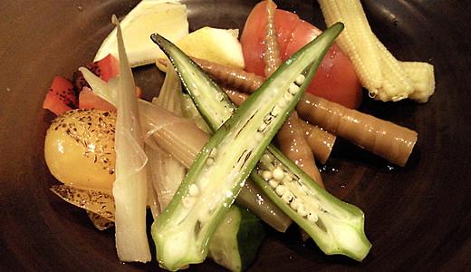季節野菜のバーニャカウダーソース添え